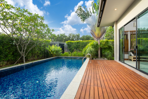 How To Choose Timber Decking For Outdoor Garden?